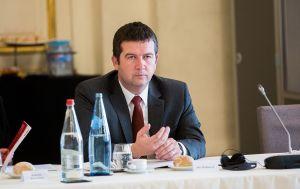 """Вице-премьер Чехии уволил чиновника из-за информации о взрывах и """"Спутнике V"""""""