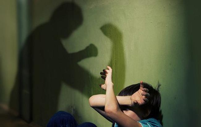 У Херсонській області п'яний батько серйозно покалічив сина-підлітка