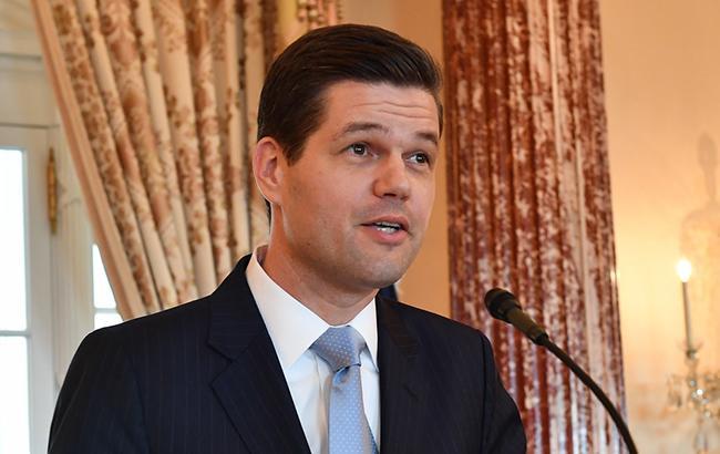 Помічник держсекретаря США Мітчелл відвідає Україну 1-3 травня