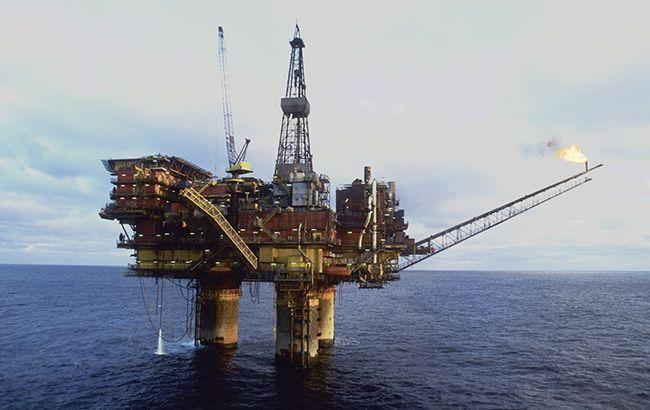 Ціна нафти вперше з січня опустилася нижче 57 доларів
