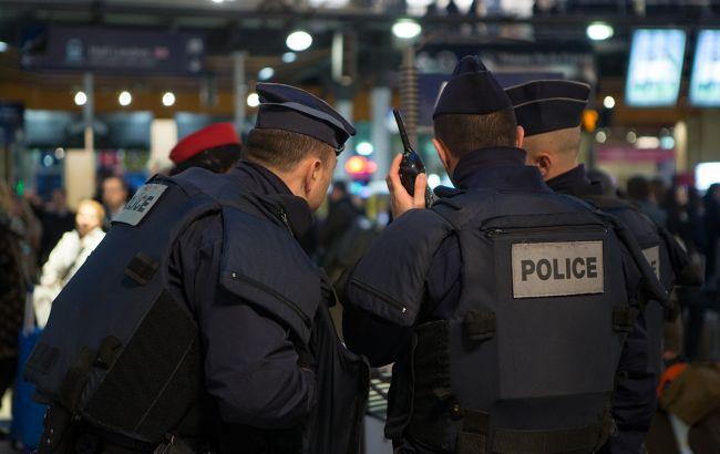Во Франции мужчина с мечом набросился на полицейских
