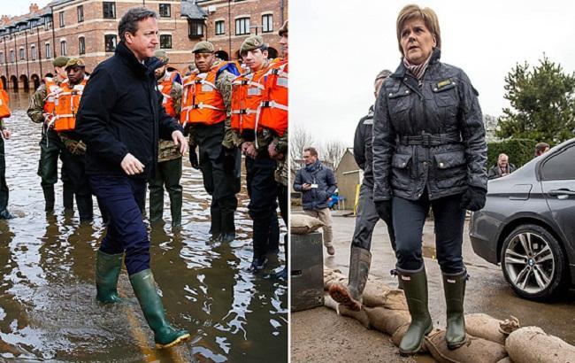 Фото: В Британии чиновники соревнуются в простоте резиновых сапог