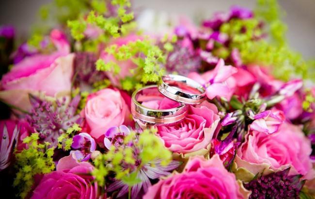 Две недели отношений: известная певица выходит замуж за нового парня