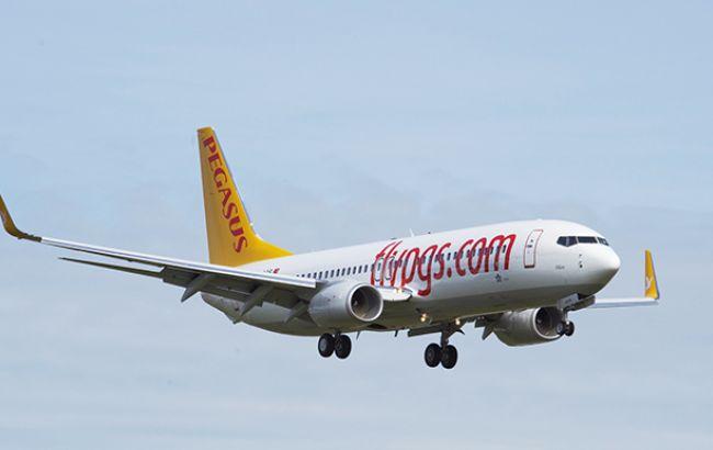 Самолет компании Pegasus Airlines выкатился при посадке завзлетно-посадочную полосу