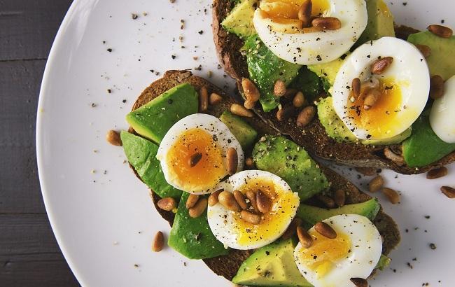 Страва з авокадо (pixabay.com/FoodieFactor)