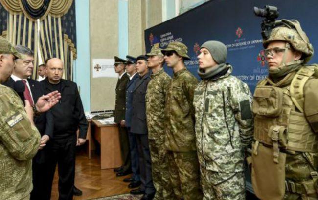 Фото: в в ведомстве представили образцы новой формы украинских военных