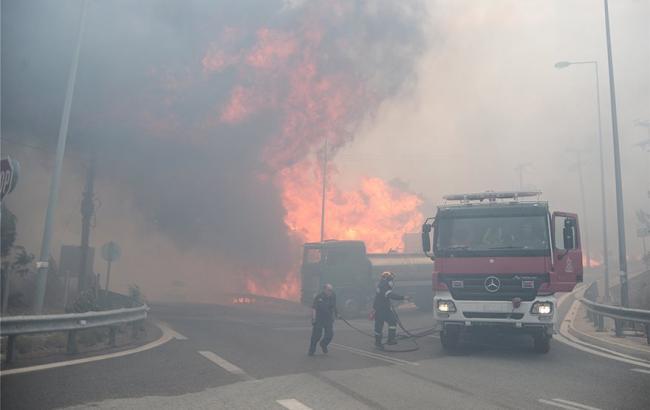 В Греции масштабный лесной пожар, люди бегут из домов