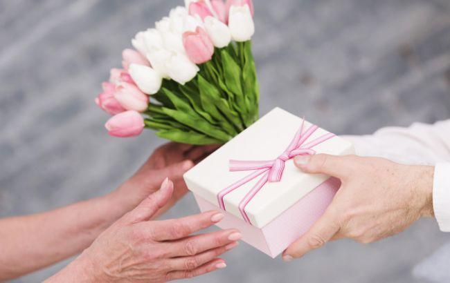 Какие цветы запрещено дарить женщинам в возрасте: могут обидеться