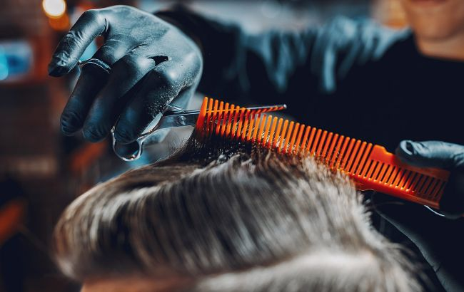 Девятилетний украинец мастерски делает стрижки и уже имеет очередь из клиентов