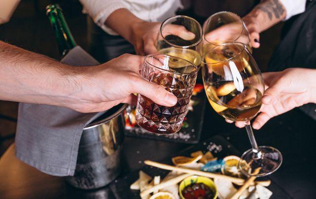 Ученые назвали количество алкоголя, которое поможет работе мозга