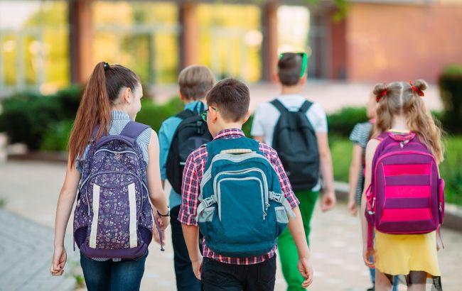 """Под Запорожьем отец ученика показал, чем кормят детей в школе: в сети еду называют """"баландой"""" (фото)"""