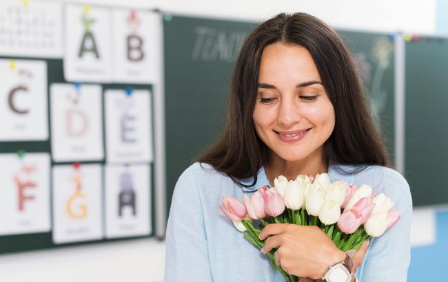 День вчителя в Україні: неймовірно красиві щирі привітання та листівки