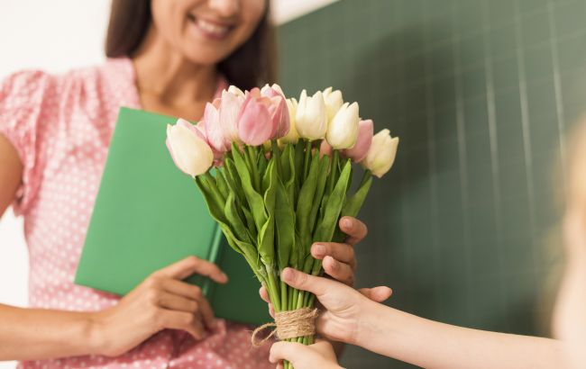 День учителя в Украине 2021: когда и как нужно поздравить педагогов