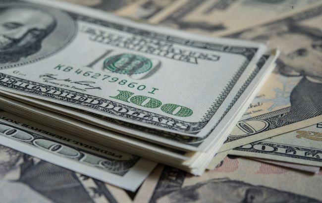 НБУ резко снизил курс доллара
