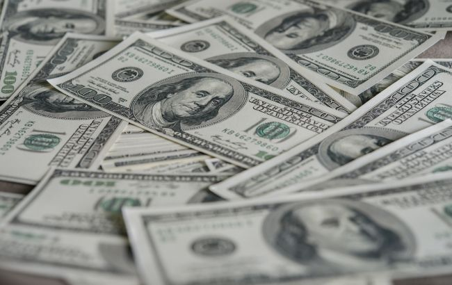 НБУ повышает официальный курс доллара второй день подряд