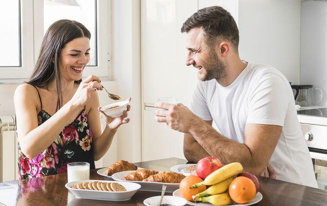 Ці три популярні звички після їжі насправді шкодять нашому здоров'ю