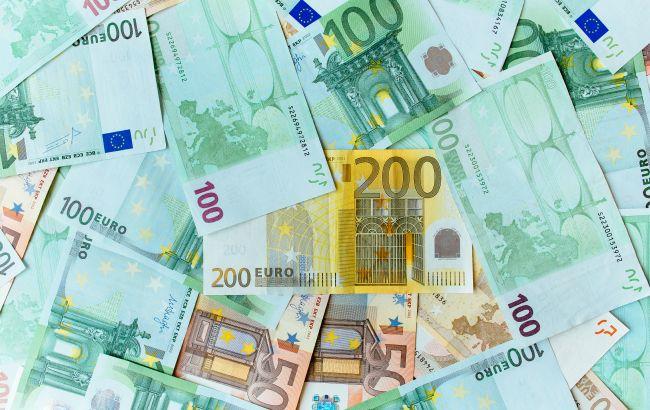 Нацбанк третий день подряд поднимает курс евро