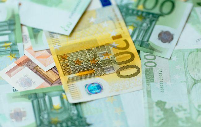 Курс евро растет второй день подряд после падения до годового минимума