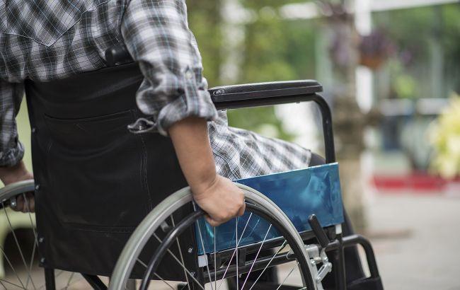 В Украине вдвое повысят надбавки на уход лицам с инвалидностью с детства