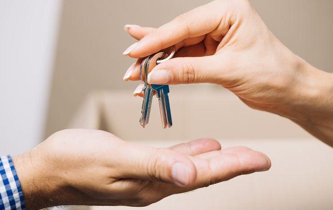 Сироты старше 23 лет смогут получить жилье вне очереди: закон вступил в силу