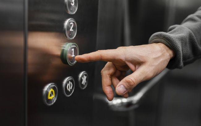В Одесі обірвався ліфт з поліцейськими і понятими, вісім людей госпіталізовані