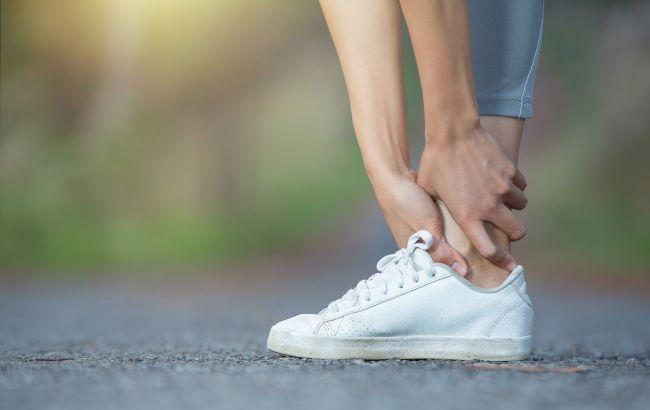 У спеку набрякають ноги і руки: медики попередили про тривожні симптоми