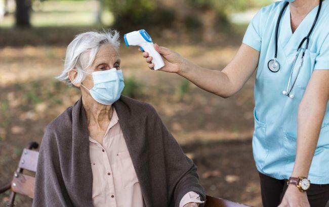В Німеччині вакциновані пенсіонери захворіли на британський штам COVID-19