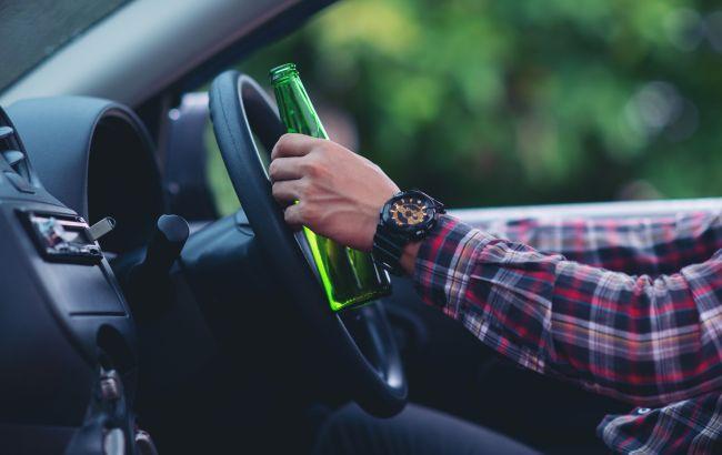 У Львові затримали п'яного таксиста: їздив з правами померлого батька