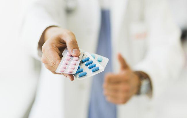 Рада разрешила лечить COVID-19 лекарствами без регистрации до 2021