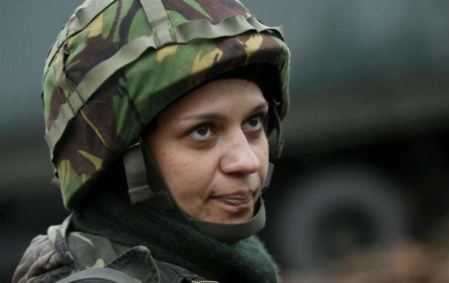 Фото: Україну захищають не тільки чоловіки (uamodna.com)