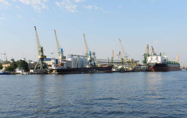 Фото: у Херсонському морському порту проходять обшуки