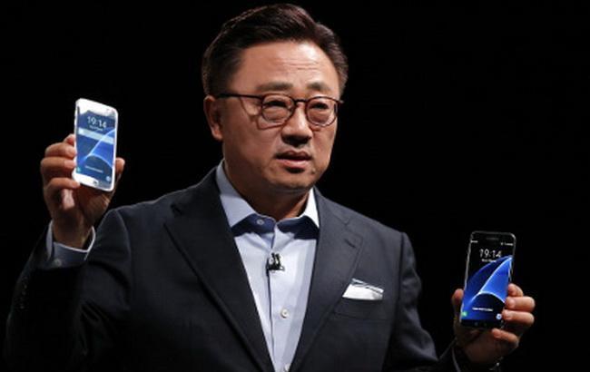 Фото: глава мобильного подразделения Samsung Electronics Донг Джин Кох (Associated Press)