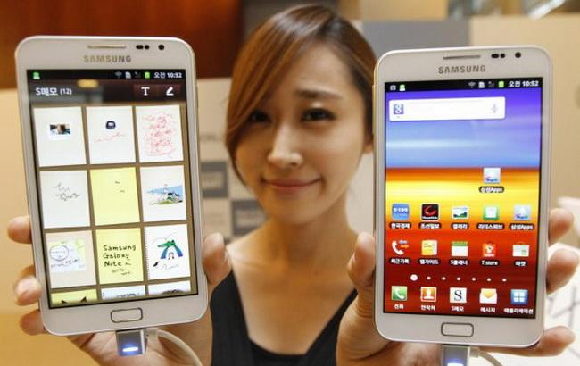 "Фото: модельний ряд ""Самсунга"" Galaxy Mega (HiTech-News)"