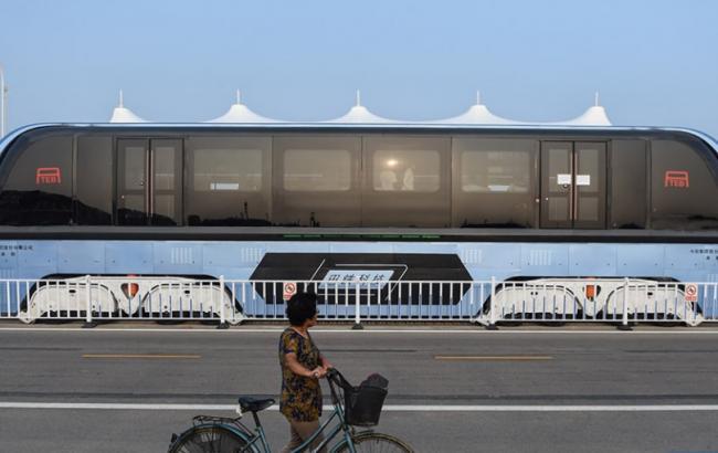 """Фото: в Китае протестировали """"автобус будущего"""""""