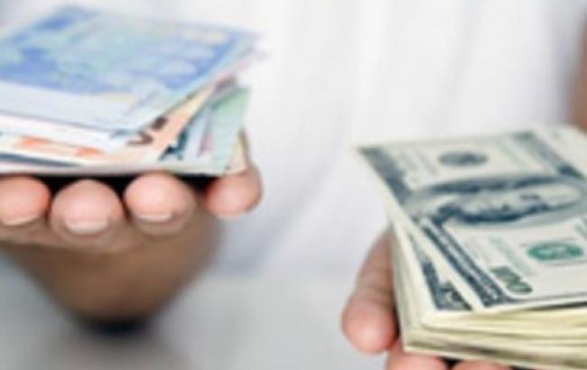Курс доллара на межбанке в 12:30 повысился до 25,55 гривен