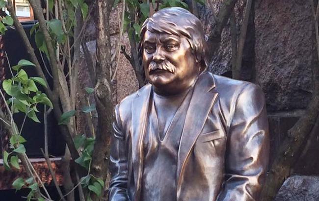 В Киеве установили памятник Николаю Мозговому