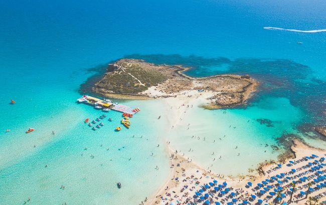 Новые правила и премиальный отдых: чего ждать украинцам от летнего отпуска на Кипре