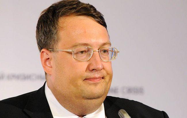 Суд заарештував двох підозрюваних у замаху на Геращенко на 2 місяці