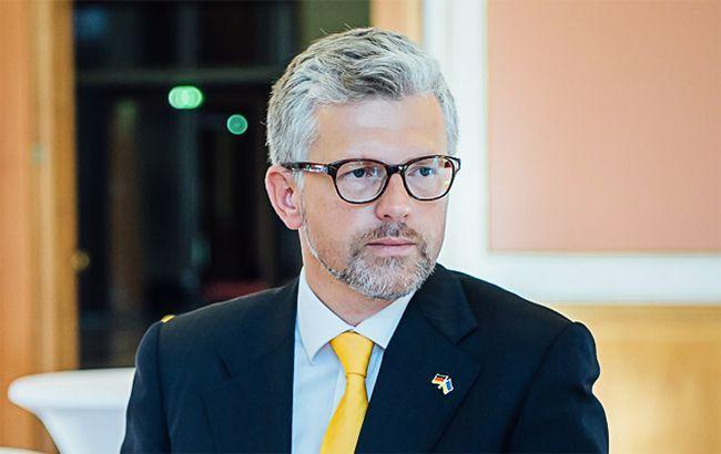 """Посол України назвав """"криком відчаю"""" заклик екс-канцлера Німеччини зняти санкції з РФ"""