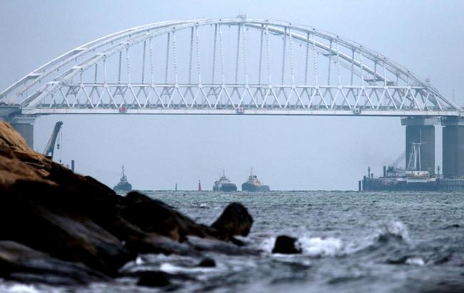У ФСБ Росії заявили, що українські судна могли загрожувати Керченському мосту