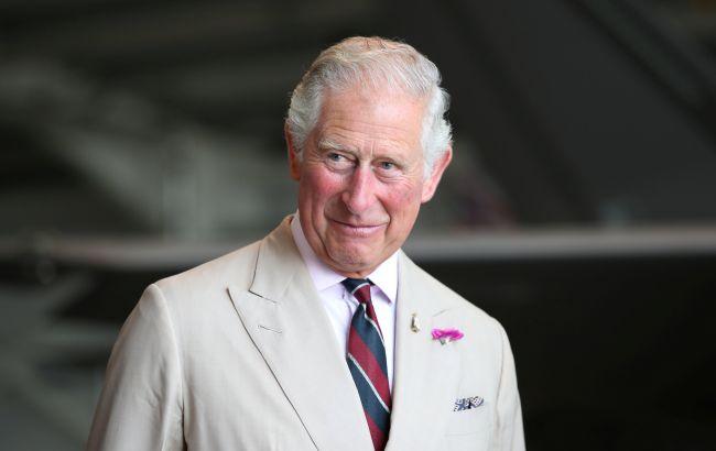 Принц Чарльз навестил отца в больнице и вышел со слезами на глазах