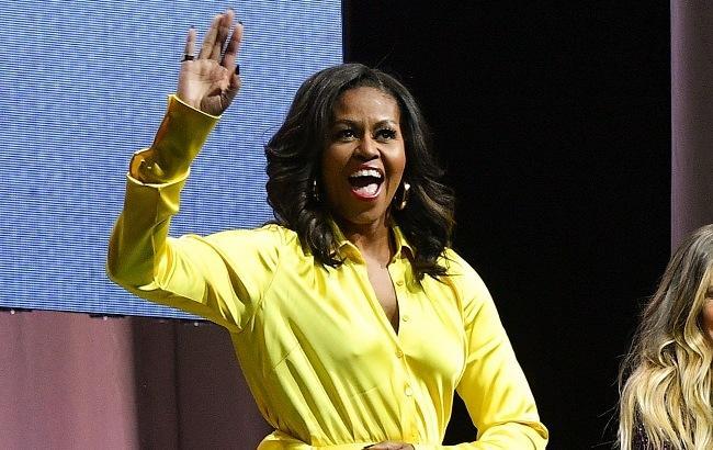 Мишель Обама вышла в свет в ярком платье и сапогах за 4 тысячи долларов