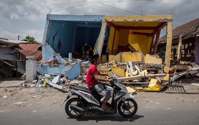 Вследствие землетрясения в Индонезии погиб человек, еще 10 пострадали