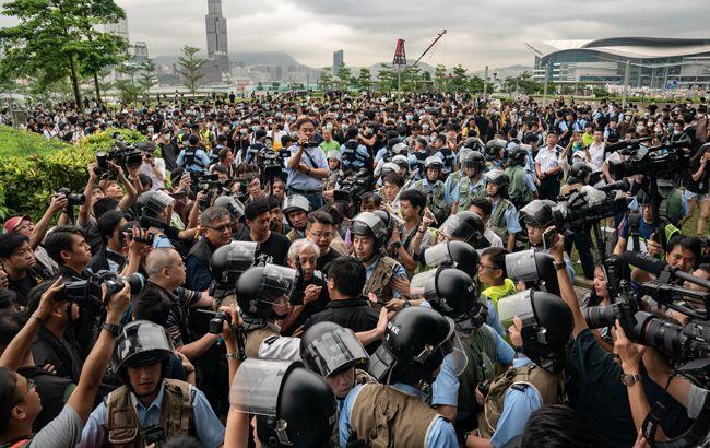В Гонконге из-за протестов эвакуировали правительство