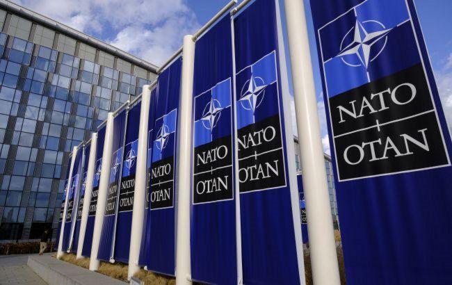 НАТО вышлет часть сотрудников миссии России за враждебную деятельность