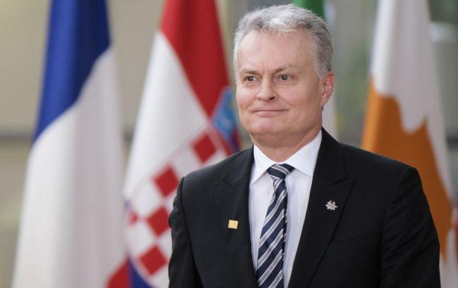 """Россия пытается """"проглотить"""" Беларусь, - президент Литвы"""