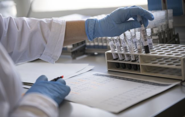 Китай изучит тысячи образцов крови из Уханя, чтобы установить источник COVID-19
