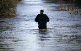 Европу заливают дожди, а на Китай обрушился тайфун: в мире снова бушует непогода