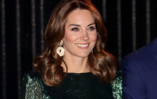 Изумрудная королева: Кейт Миддлтон в ярком пиджаке бюджетного бренда покорила сеть