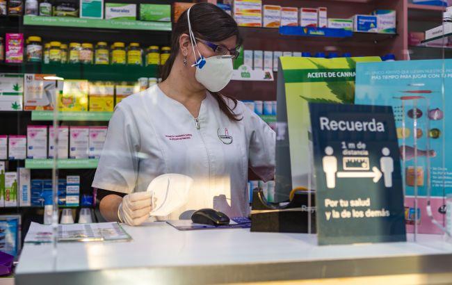 Жителей Берлина обязали носить защитные маски FFP2 в транспорте и магазинах